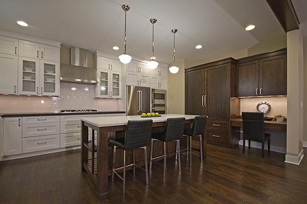 kitchen-custom-cabinets-breakfast-bar-tetherow-greg-welch-lot-teth6-620x413