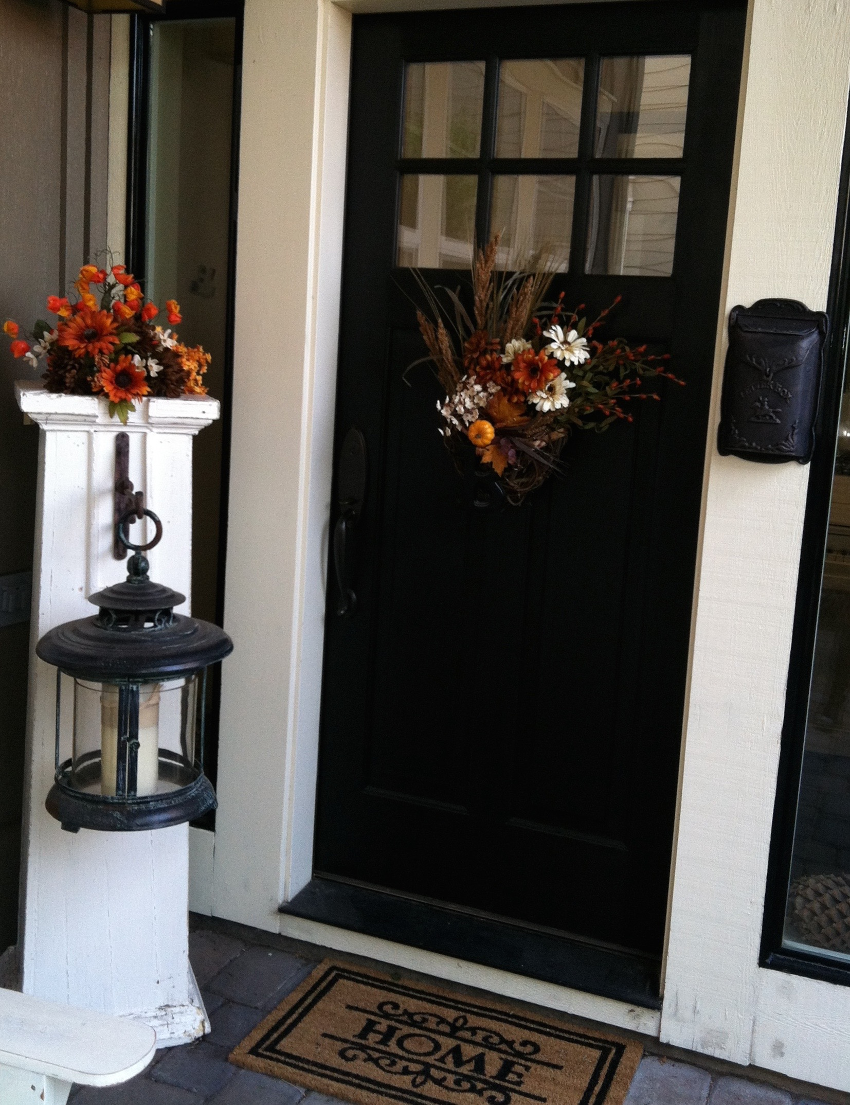 Fall decor front door entryway ideas for Front entryway decorating ideas
